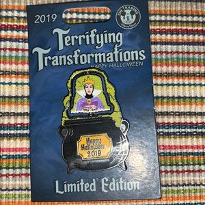 Disney Terrifying Transformation Pin Evil Queen